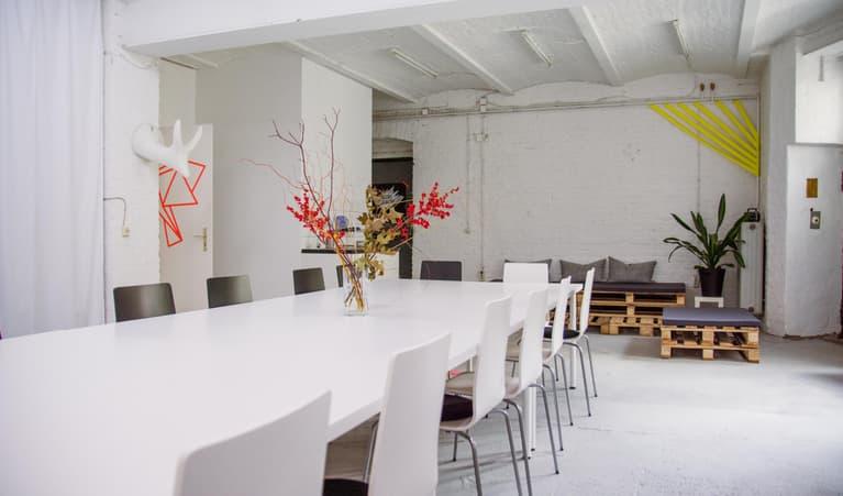 meetingraum wild wedding loft berlin buchen deskbookers. Black Bedroom Furniture Sets. Home Design Ideas